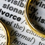 10361097-Two-separate-wedding-rings-next-to-the-word-divorce–Stock-Photo