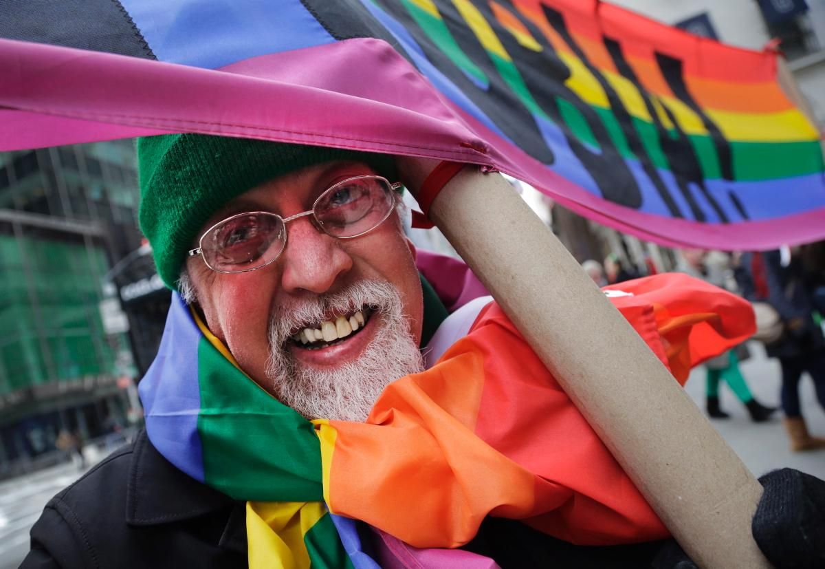 gay-express-gilbert-baker-rainbow-flag-dies
