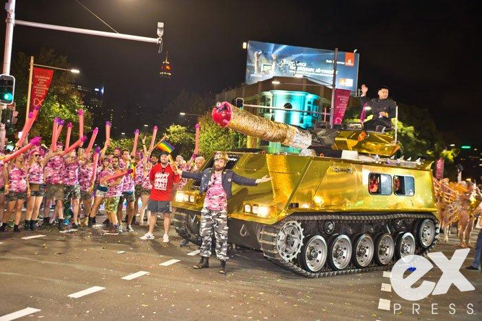 HamidMousa_MardiGras15_Parade_Quick_2500-88